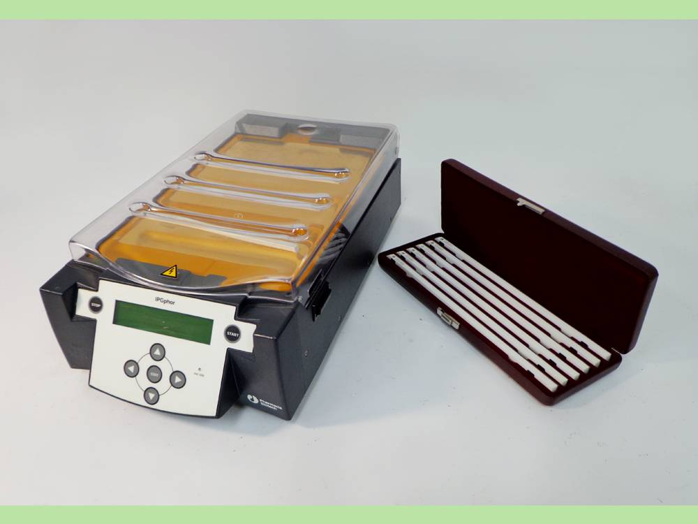 Amersham Pharmacia Biotech IPGphor Isoelectric Focusing System Unit 80-6414-02 and Case of IPGphor S
